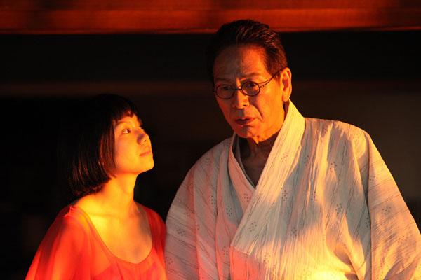 共演の二階堂ふみと(C)2015「蜜のあわれ」製作委員会
