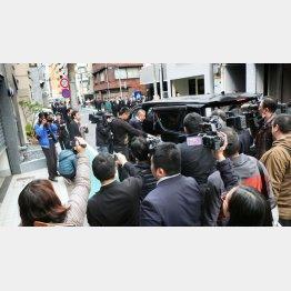 29日の定例会には6代目側とマスコミが殺到(C)日刊ゲンダイ