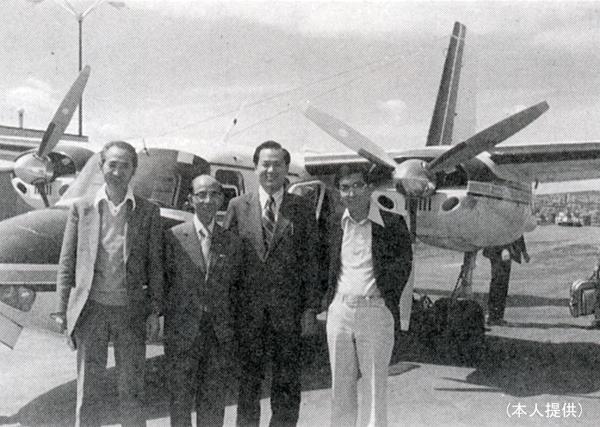 左から2人目が樋野氏、右端が斉藤氏(提供写真)