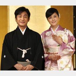 片岡愛之助(左)と藤原紀香(C)日刊ゲンダイ