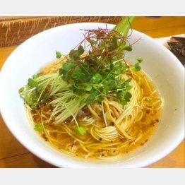 「池袋Hulu-lu(フルル)」の『醤油SOBA』/(C)日刊ゲンダイ