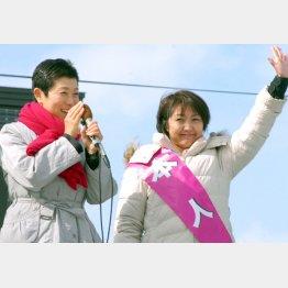辻元議員(左)も池田真紀候補の応援に