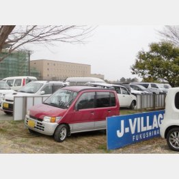 作業員の駐車場と化したJヴィレッジのサッカー場