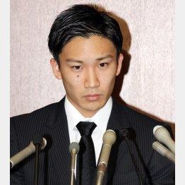 桃田は「競技を続ける気になれない」と(C)日刊ゲンダイ
