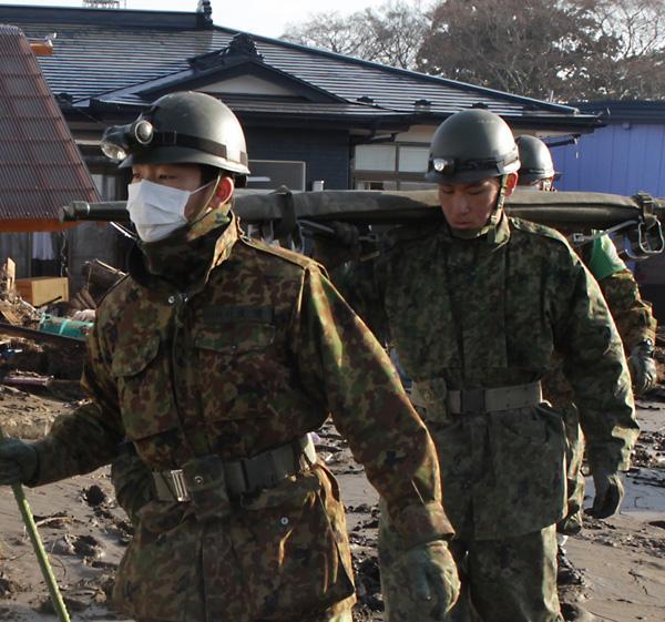 自衛隊が派遣された(写真は東日本大震災当時)/(C)日刊ゲンダイ