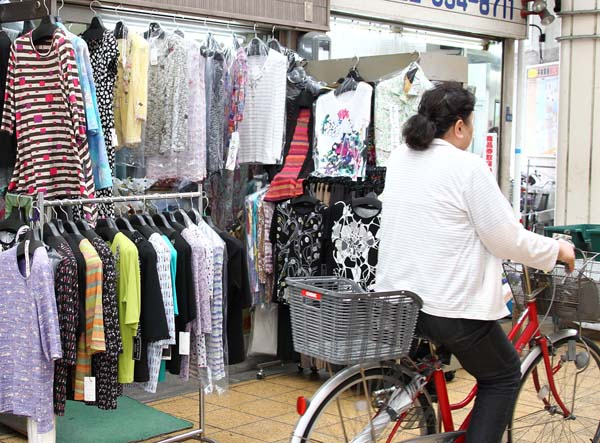 大阪のおばちゃんに学ぶべき点は多い(C)日刊ゲンダイ