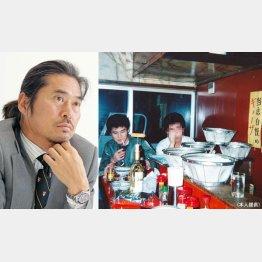 当時は早川氏(右写真の左)も客だった/(提供写真)