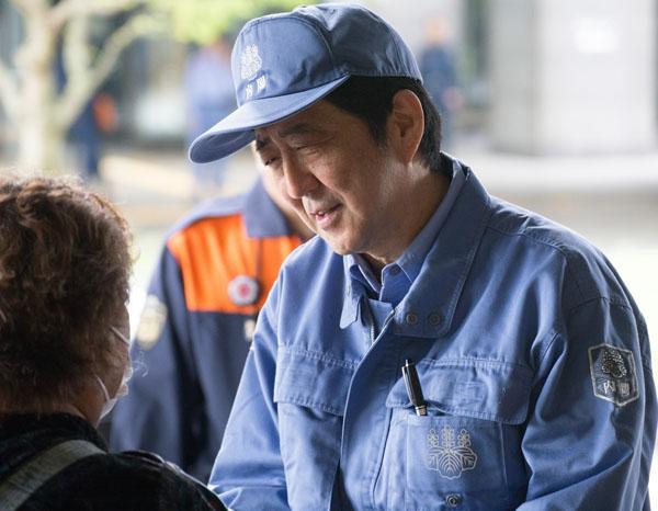 補選投票日前日に被災地入り(C)日刊ゲンダイ