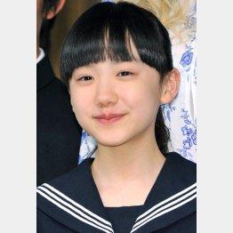 ブロンドヘアーの芦田愛菜さん