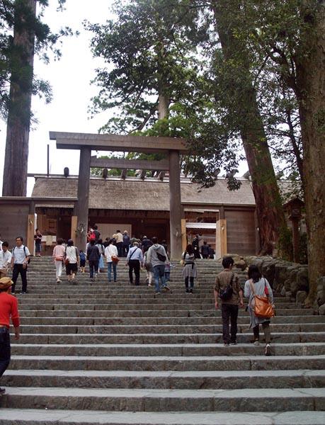 外国プレスの伊勢神宮内宮への関心は高まる一方(C)日刊ゲンダイ