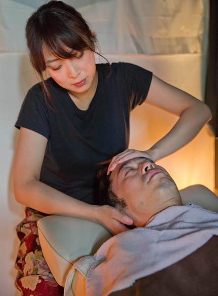 10分でスコーンと寝落ち(C)日刊ゲンダイ