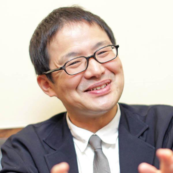 インタビューに答える山本一郎監督(C)日刊ゲンダイ