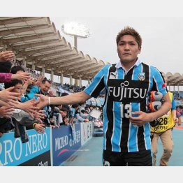 試合後のファンサービスも堂に入っている(C)六川則夫/ラ・ストラーダ