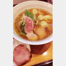 「チラナイサクラ」の『ワンタン麺』/(C)日刊ゲンダイ