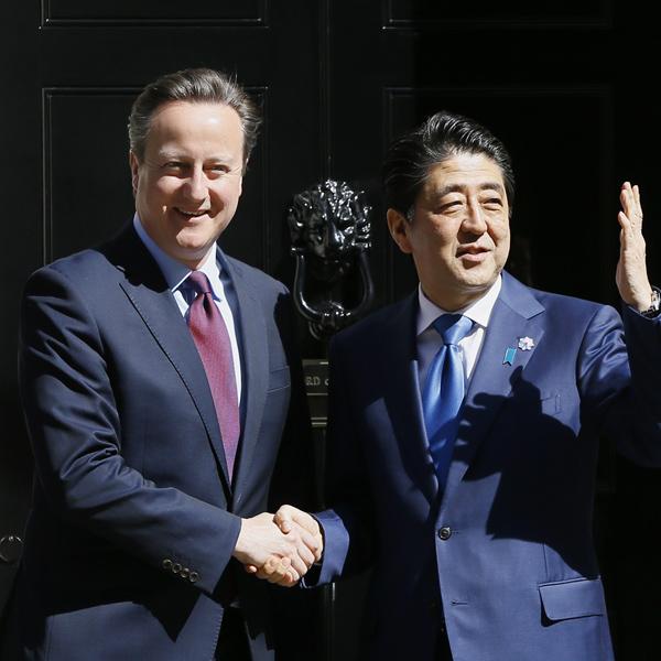 安倍首相と英・キャメロン首相(C)日刊ゲンダイ