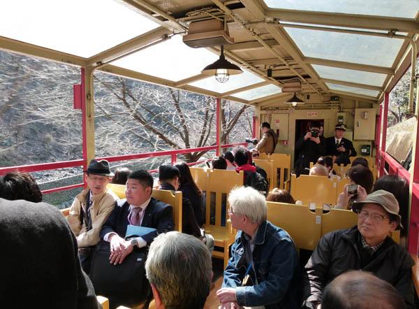 トロッコ列車も外せない(C)日刊ゲンダイ