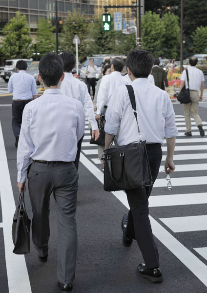 サラリーマンも賢く節税&節約(C)日刊ゲンダイ