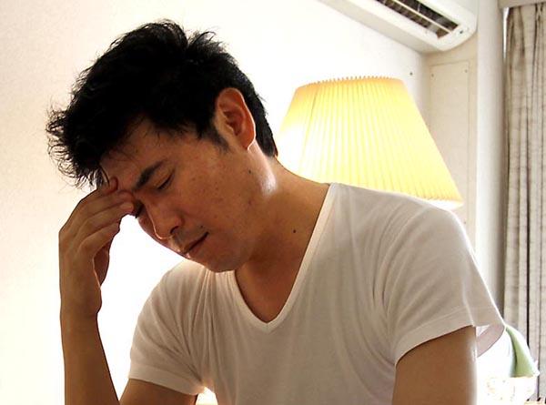 寝室の照明も注意が必要(C)日刊ゲンダイ