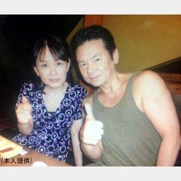 故今井雅之さんと実姉の辻井陽子さん(提供写真)