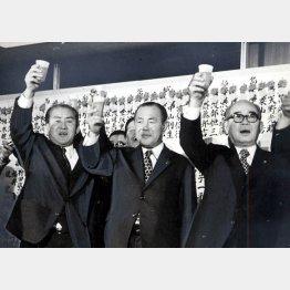 左から鈴木善幸、田中角栄、橋本登美三郎の各氏(C)日刊ゲンダイ