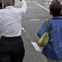<4>今後増えそうな親の介護 自治体の給付制度で負担減らす
