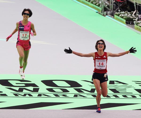名古屋ウィメンズでは1秒差で2位に入った田中智美が代表に(後方は小原怜)/(C)日刊ゲンダイ