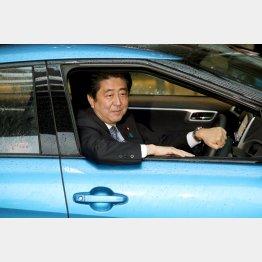 トヨタ自動車、政府への新型FCV『MIRAI』の納車式(C)日刊ゲンダイ