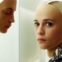 最先端AIの美女と…映画「エクス・マキナ」は近未来図か