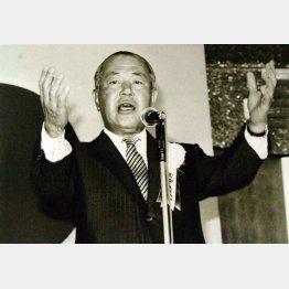政治家は「実践するために行動すること」(C)日刊ゲンダイ