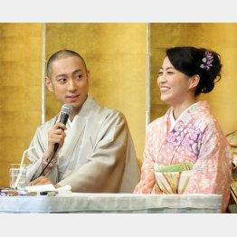 2010年1月の婚約発表会見で(C)日刊ゲンダイ
