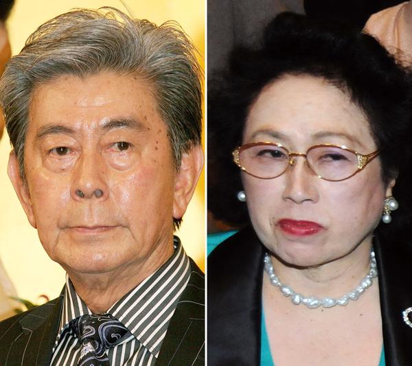 故・宇津井健さんと「なつめ」のママ(C)日刊ゲンダイ