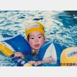 水泳教室での前田(前田家提供)