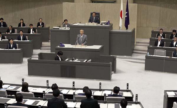 都議会で最後のあいさつに立つ舛添氏(C)日刊ゲンダイ