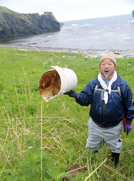 海ゴミ撲滅を訴える湊さん(C)日刊ゲンダイ