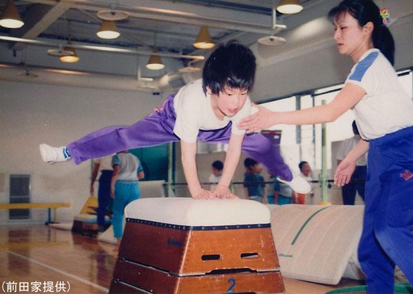体操教室でも楽々と跳び箱を跳んだ(前田家提供)