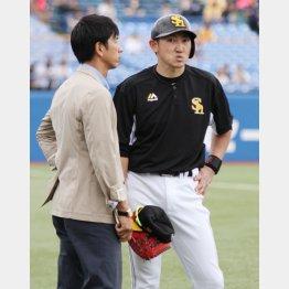 ソフトバンクの内川選手に話を聞く筆者(C)日刊ゲンダイ