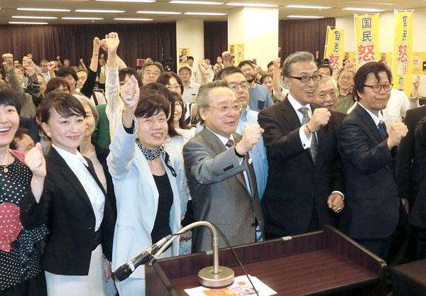 比例10人、選挙区1人で総決起集会(C)日刊ゲンダイ