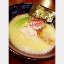 「鶏ラーメン TOKU」の鶏白湯ラーメン/(C)日刊ゲンダイ
