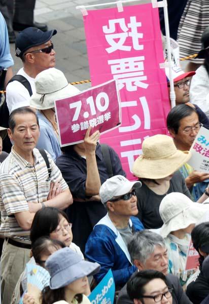 世論調査は急落中(C)日刊ゲンダイ