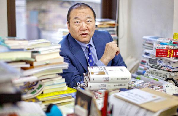 「いつか吉本隆明論を書いてみたい」と語る(C)日刊ゲンダイ
