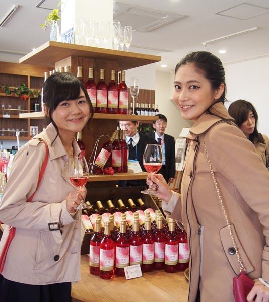 樋浦さん(左)と山田さん(C)日刊ゲンダイ