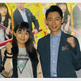 NHK連ドラ初主演の小泉孝太郎(右)と共演の川口春奈(C)日刊ゲンダイ