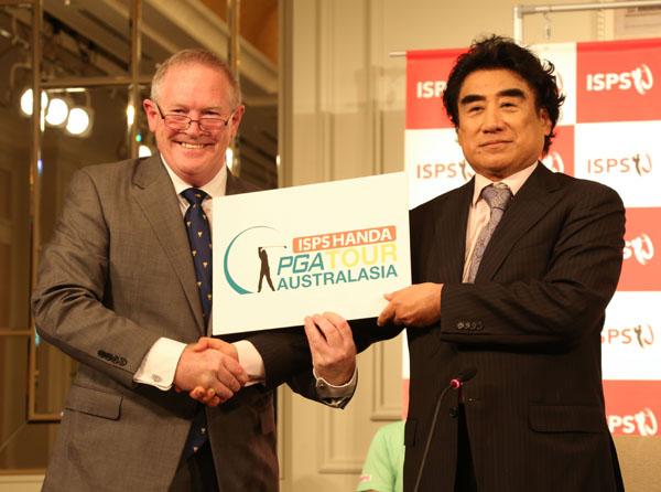 オーストライレイジアツアーパートナーシップを結んだISPS半田晴久会長(右)(提供写真)