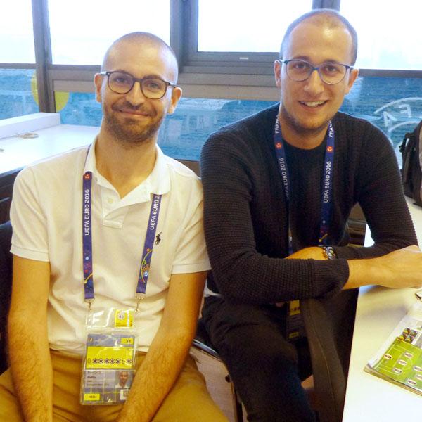 ミラニスタのマッティア記者(左)とユベンティーノのシモーネ記者(C)元川悦子
