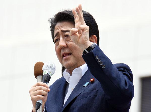応援演説で「アベノミクスは成功しつつある」と訴える安倍首相(C)日刊ゲンダイ