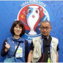 ジャーナリスト元川悦子氏(左)とフォトグラファー六川則夫氏