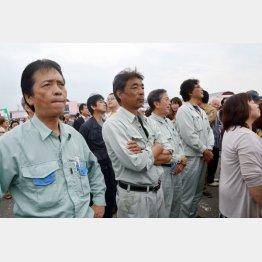 山形県民は自民党に「NO」をつきつけた(月野候補の街頭演説を聞く人たち)/(C)日刊ゲンダイ