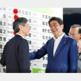 3分の2議席を制し満面の笑み(C)日刊ゲンダイ