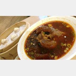 小龍包と紅焼牛肉麺(C)日刊ゲンダイ