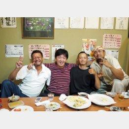 宮城の漁師と(左から2人目が野本社長)(提供写真)